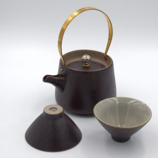 Metal Handle Tea Pot with cups