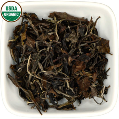 Organic Colombian White Tea dry leaf view